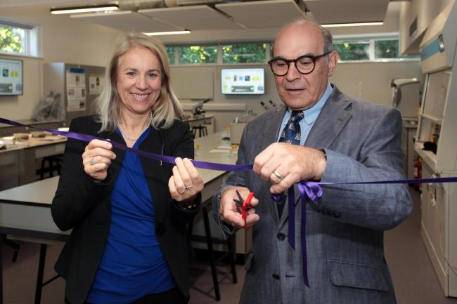 Pro Joy Carter with David Suchet in the forensic laboratory