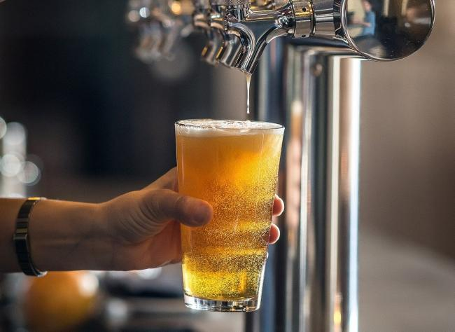 How Wetherspoon staff can hand you your pint to minimise cross contamination. Picture: Pixabay