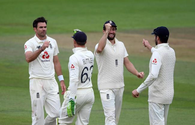England's James Anderson (left) celebrates with his team-mates after taking the wicket of Pakistan's Naseem Shah during day three of the Third Test match at the Ageas Bowl, Southampton.