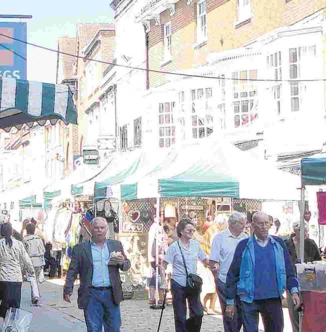 The controversial move to run markets in Winchester's High Street has been overwhelmingly backed in a new independent survey by Tourism South East