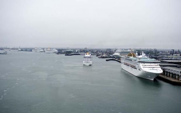 Hampshire Chronicle: Cruise ships in Southampton