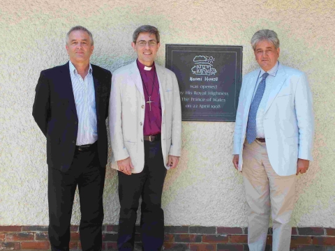 Naomi House chief executive Chris Robinson, the Bishop of Winchester, the Rt Rev Tom Dakin and Prof Aziz