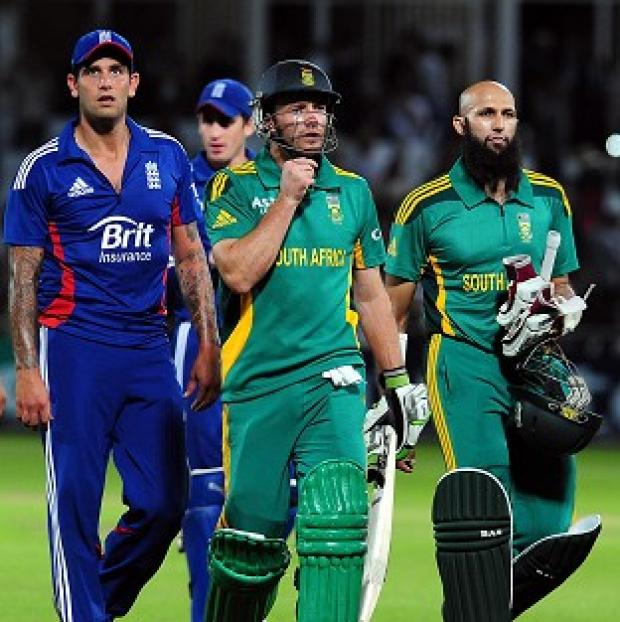 South Africa's AB de Villiers and Hashim Amla (right) walk off after their partnership helped beat England by seven wickets