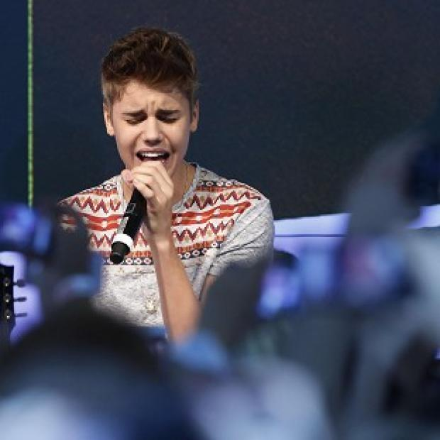 Justin Bieber says he misses his mum when he's on tour