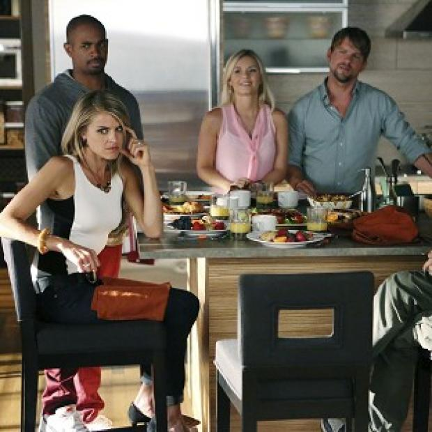 Elisha Cuthbert, centre, plays Alex in Happy Endings