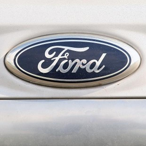 Ford executives are to meet with union leaders to discuss the company's European restructuring plans
