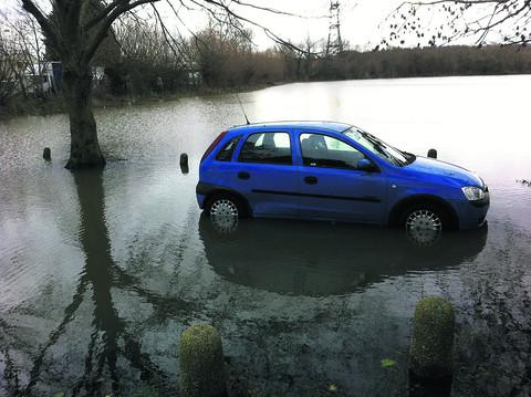 Rain lashes Hampshire bringing travel chaos