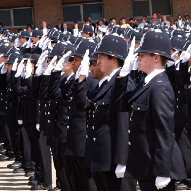 A proposal to reduce the starting salary for police constables by 4,000 pounds to 19,000 pounds is expected to be accepted