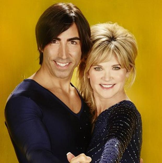 Anthea Turner skates with Canadian pro Andy Buchanan on Dancing On Ice