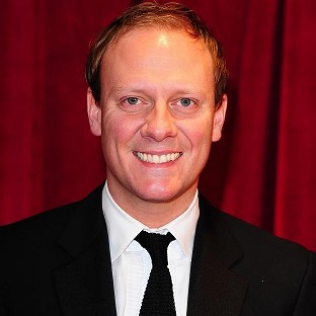 Hampshire Chronicle: Antony Cotton's performance was 'as smooth as silk'