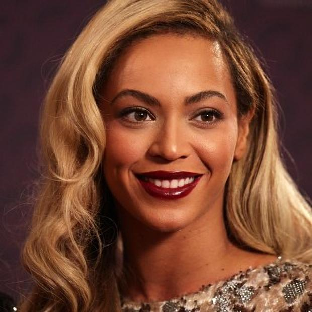 Hampshire Chronicle: Beyonce turned up at the karaoke bar with her husband and ex bandmates