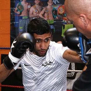 Amir Khan will take on Luis Collazo in Las Vegas on May 3