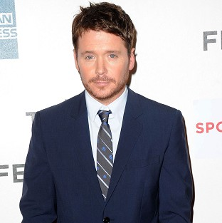 Kevin Connolly has broken his leg while filming the Entourage movie