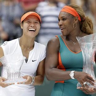 Serena Williams, right, defeated Li Na 7-5 6-1