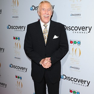 Sir Bruce Forsyth has announced a stage tour