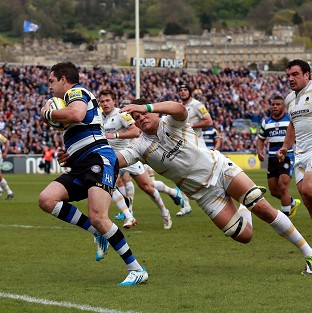 Bath's Horacio Gulla beats the tackle of Worcester's Mike Williams to score their second try
