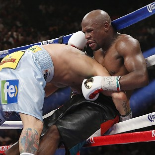 Floyd Mayweather, right, extended his professional record to 46-0 but was given a tough workout by Marcos Maidana