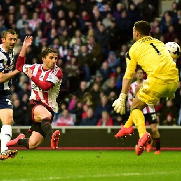 Hampshire Chronicle: Fabio Borini fires home Sunderland's second goal of the evening