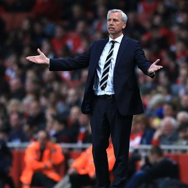 Hampshire Chronicle: Alan Pardew will remain in Newcastle's dugout