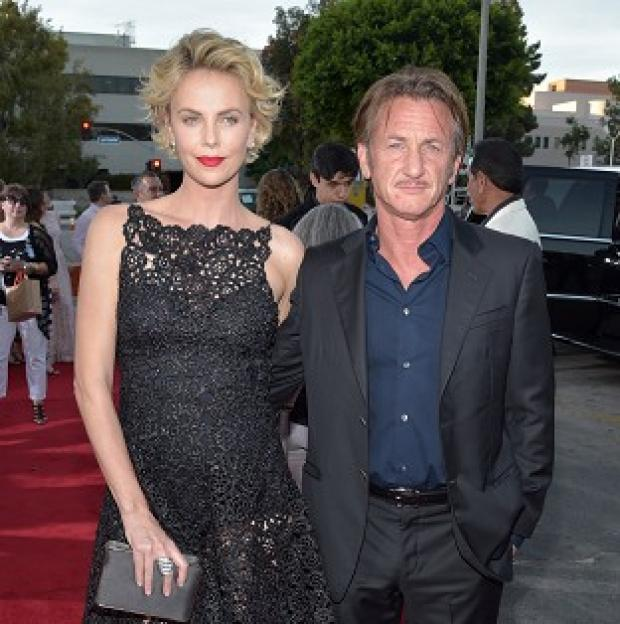 Hampshire Chronicle: Charlize Theron and Sean Penn at the world premiere of A Million Ways To Die In The West