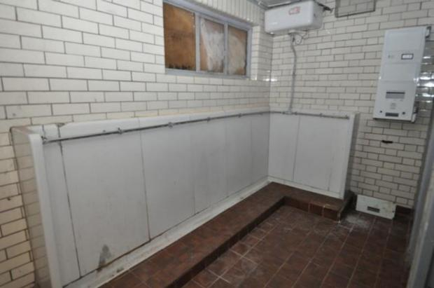 Hampshire Chronicle: The public toilets in Brockenhurst before they were converted.