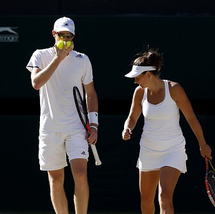 Great Britain's Jamie Murray and Australia's Casey Dellacqua kept their mixed doubles run going