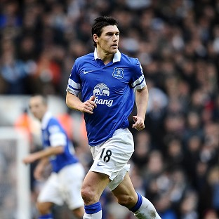 Gareth Barry has completed a move to Everton