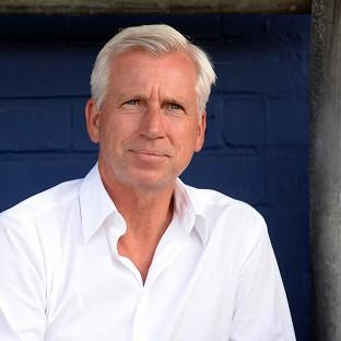 Alan Pardew wants to honour the memory of the two supporters killed on flight MH17