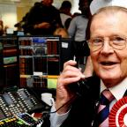 Hampshire Chronicle: Actor Sir Roger Moore dies of cancer aged 89