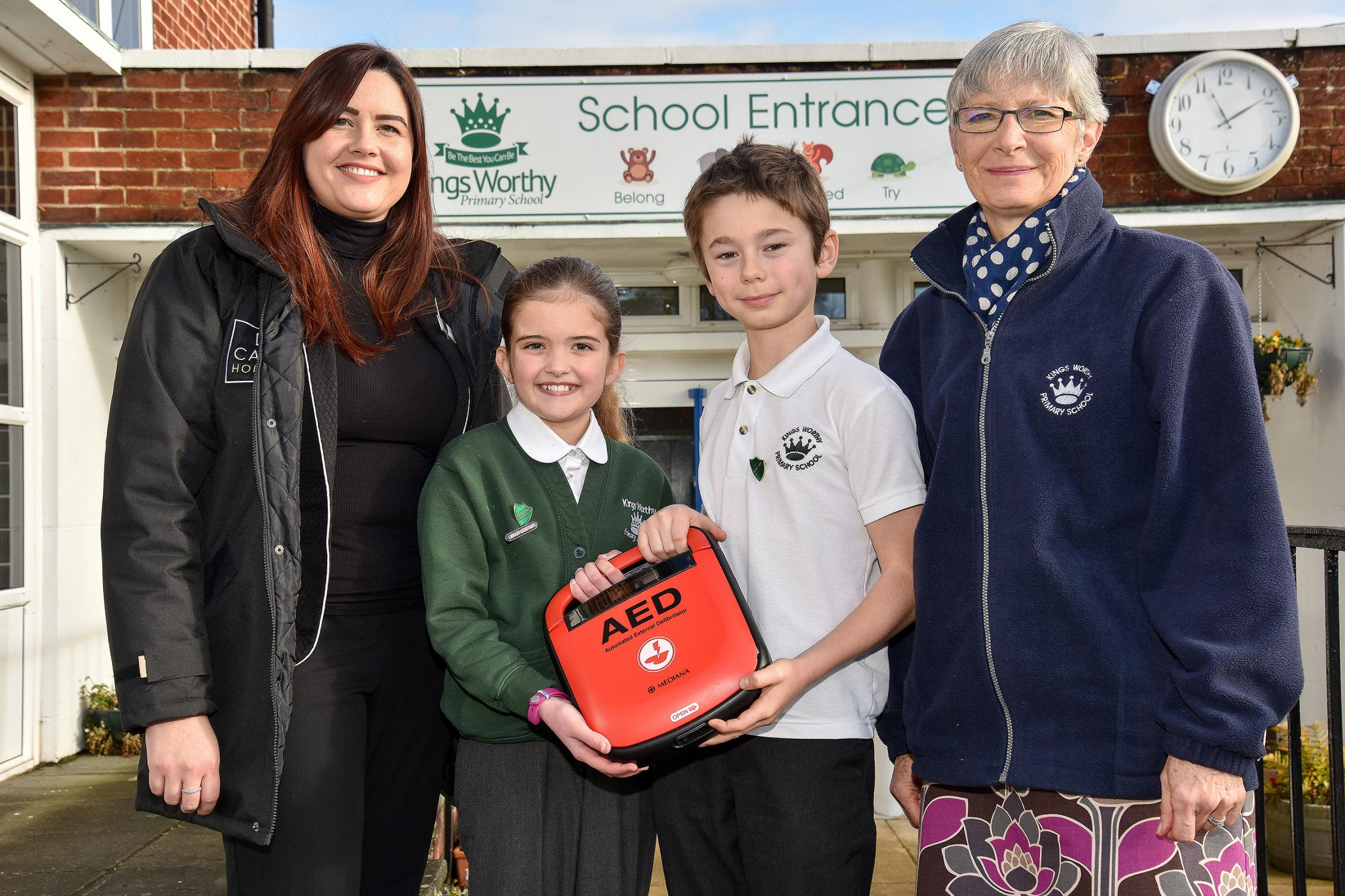 Kings Worthy Primary School, Winchester. L-R; Maria Aspinal (CALA Homes), Erin aged 11, Isaac aged 10, Mrs Paul (Business Manager Kingsworthy Primary School).