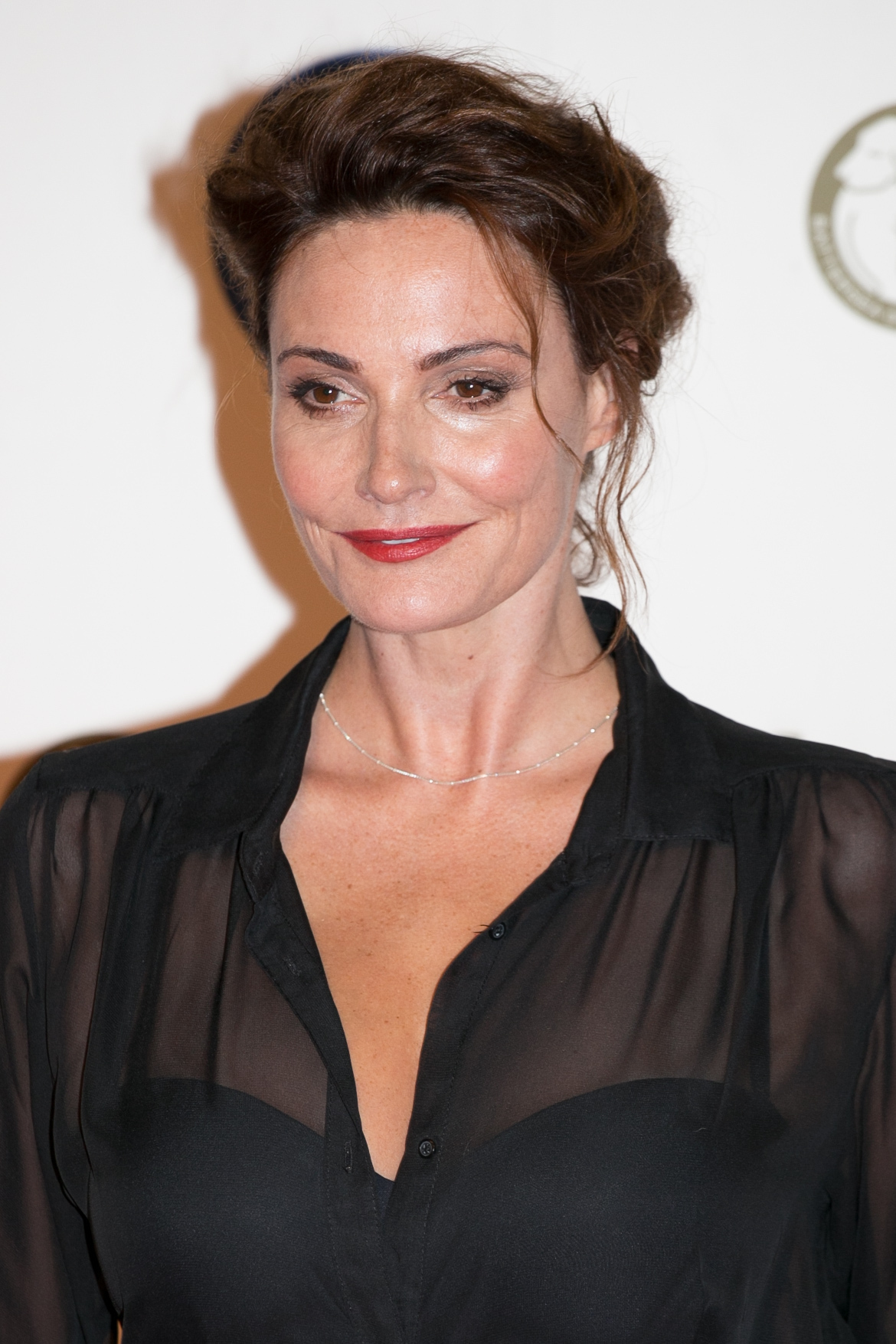 Sarah Parish will undergo surgery after injuring her leg while attempting to snowboard on a