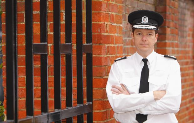 Hampshire chief constable to leave post in New Year