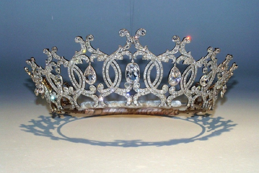 """CCTV released after Raiders stolen """"Country Treasure"""" tiara from Country Estate - Hampshire Chronicle"""