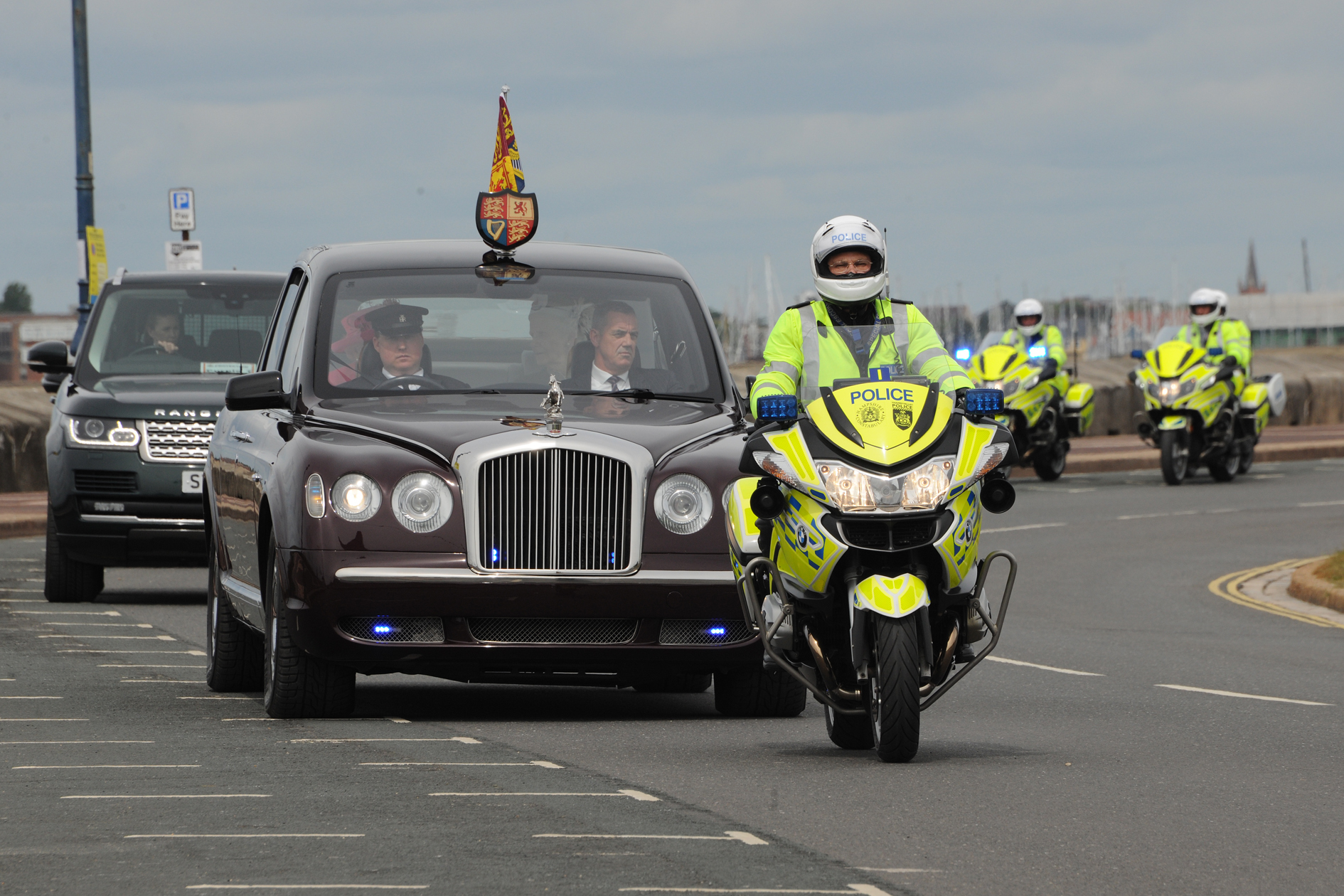 Hampshire traffic police officer retires by escorting the Queen